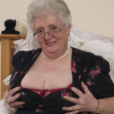 Leer neuken van 64-jarig omaatje uit Gelderland