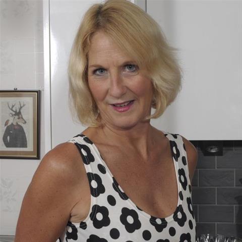 Maak een afspraakje met deze 61-jarige vrouw