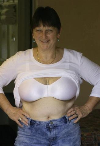 Je eerste keer sex met 62-jarig omaatje uit Noord-Holland