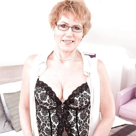 Neuken met deze 64-jarige vrouw