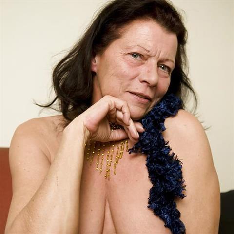 Erotische ontmoeting met 67-jarig omaatje uit Noord-Brabant