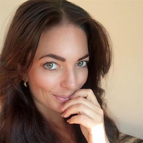 Regel een ontmoeting met deze 32-jarige jongedame