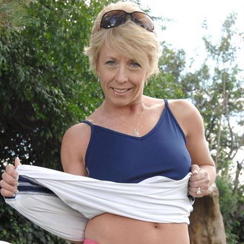 Regel een ontmoeting met deze 59-jarige vrouw